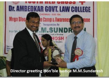 Director greeting Hon'ble Justice M.M.Sundaresh