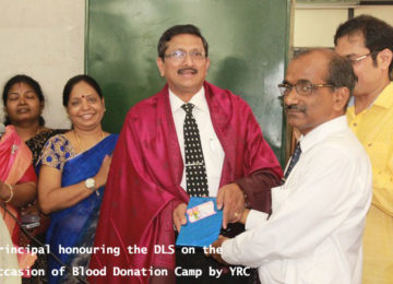 Principal Honouring the DLS on the occassion of Blood Donation Camp by YRC